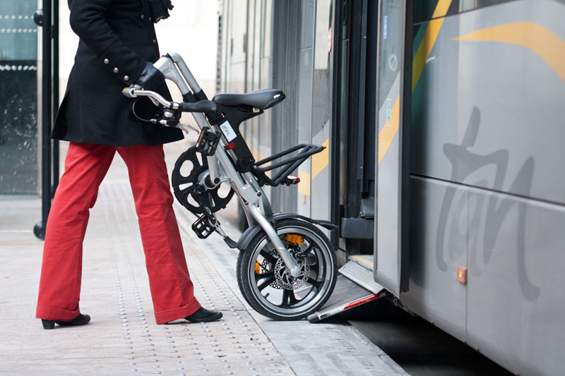 votre velo dans le tram à Nantes